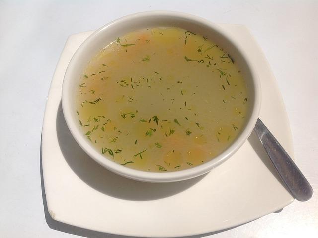 polévka v misce