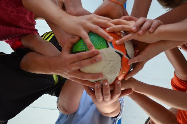 ruce na míči.jpg