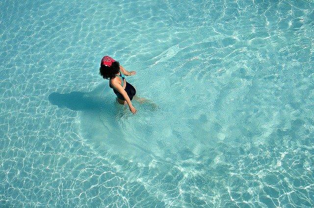 chůze v bazénu.jpg