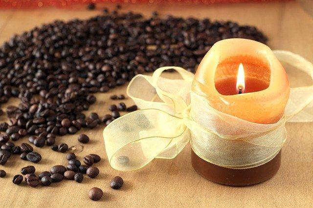 svíčka u kávy