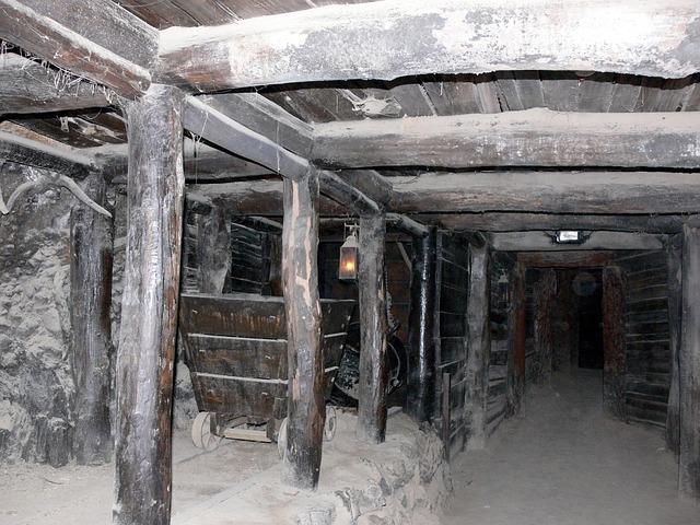 tunel v šachtě